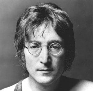 John Lennon mit Brille
