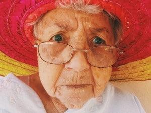 Ältere Dame mit Brille