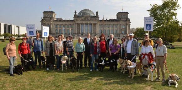 100 Jahre Blindenhund-Uebergabe-Fuehrhundresolution