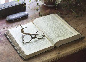 eye-glasses-Bibel_Nonne