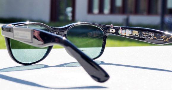 KIT_Solar-Brille erzeugt Sonnenstrom