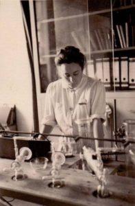 eyebizz_70 Frauen Marga Faulstich im Labor1939