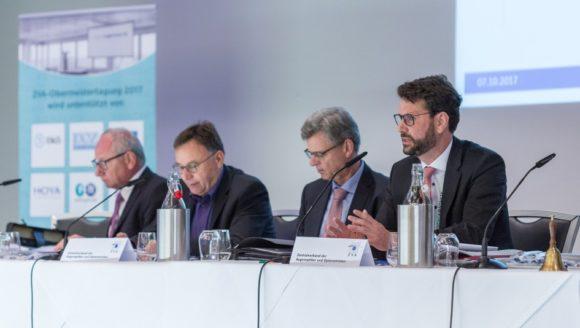 ZVA: Das Präsidium und Geschäftsführer Dr. Jan Wetzel