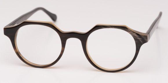 eyebizz: Hornbrillen von Eric Lauer