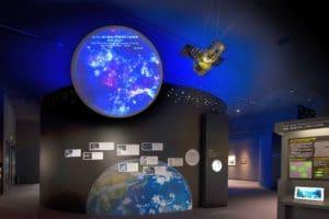Nikon-Museum-Weltraum-Nikon-ist-einer-der-ersten-japanischen-Glasproduzenten-der-eine-Rolle-bei-der-Entwicklung-astronomischer-Teleskope-gespielt-hat.