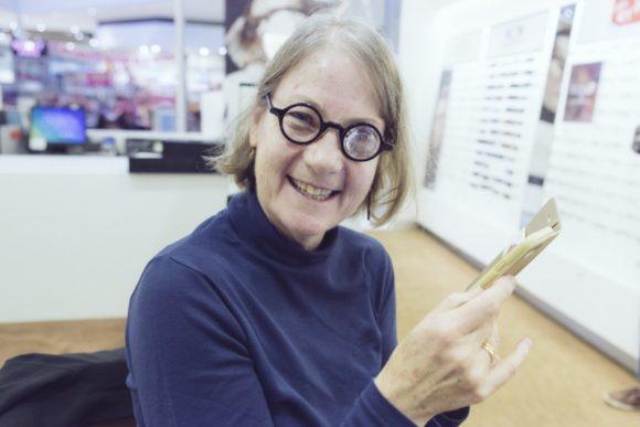 Essilor: special lab fertigte ein Brillenglas mit +70 dpt
