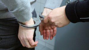 Die Polizei in Kassel erwischt einen Brillendieb noch währen der Anzeigenaufnahme im Geschäft