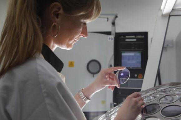 eyebizz - Chancen in DACH: die Glas-Produktion von Essilor