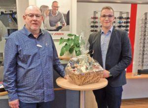 Schweizer und Optelec feiern 2.000ste Koop-LowVision-Versorgung - die Herren Jakobs und Damerow
