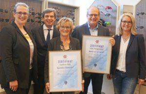 WVAO ehrt gleich zwei Gleitsicht-Experten bei Wagener in Freudenberg