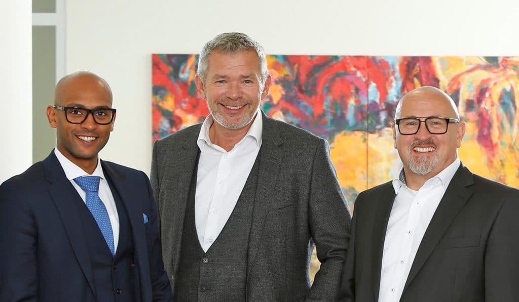 eaa3a1395bc0 Die Geschäftsführer der pro optik Augenoptik Fachgeschäft GmbH  v.l.  Hannibal Zemariam