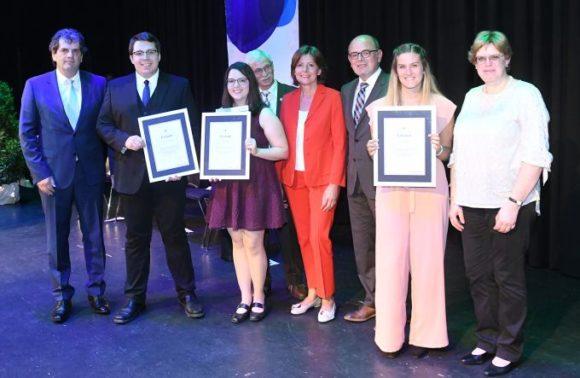 SWAV: Freisprechungsfeier 2018 - Malu Dreyer (Mitte) und die Prüfungsbeste