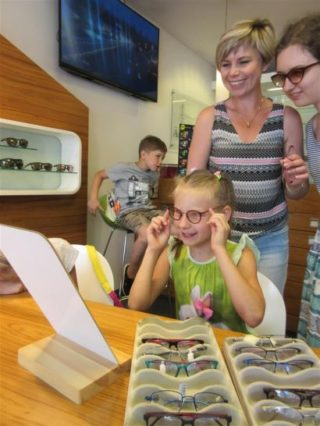 Rupp+Hubrach: Projekt Salzburg - Brille aussuchen bei Mirabell Optik