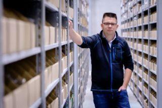 Mister Spex: Geschäftsführer Dirk Graber in der Logistik