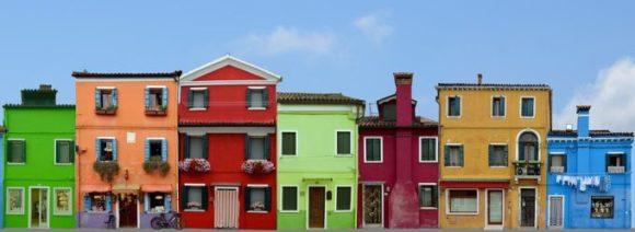 Farbenprächtige Häuser in Burano