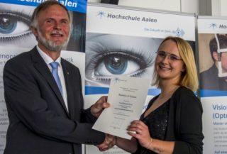 Hochschule Aalen: Bachelorbrief-Übergabe an Anna Knaus