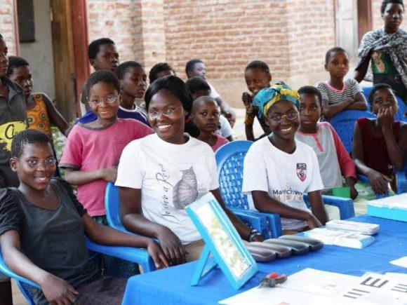 EinDollarBrille: Mehr Brillen in Malawi