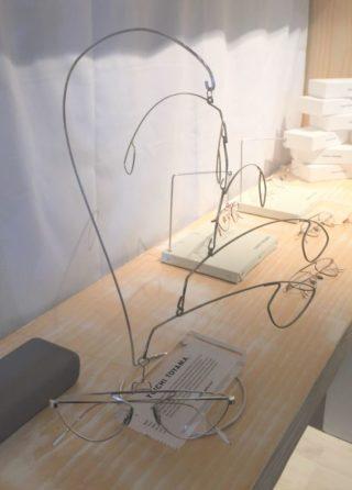 yuichi toyama hommage an alexander calder eyebizz. Black Bedroom Furniture Sets. Home Design Ideas