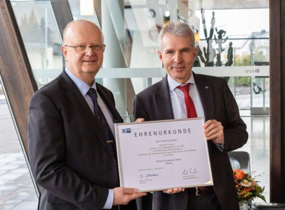 40 Jahre Jubiläum - Rainer Kirchhübel bei Oculus - Urkunde