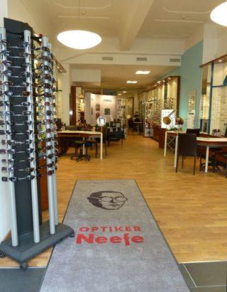 Optiker Neefe - Eingangszone Geschäft