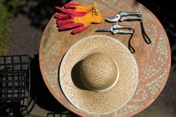 Gartenarbeit - Sonnen- und UV-Schutz fürs Auge