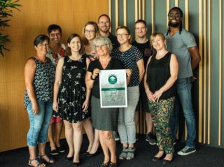 BiP - Team mit Urkunde Klimaneutral