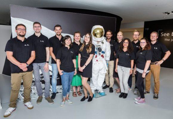 Zeiss Stipendium - Woche 1 - Gruppenfoto mit Astronaut