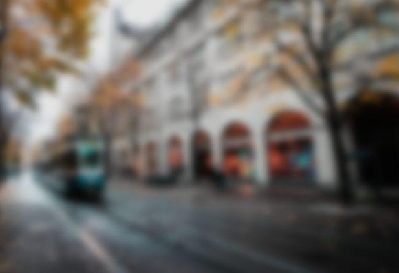 Lenstore - Sehen - 3 Strassenbahn Katarakt