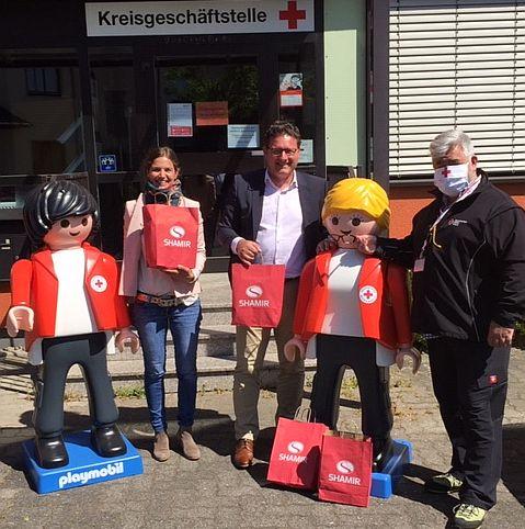 Shamir Optic - Spende von Schutzbrillen an Rotes Kreuz Bayern