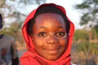 EinDollarBrille - Mädchen in Malawi