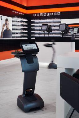 Edel Optics Ballindamm Store Service-Roboter