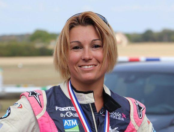 Mélanie Astles - französische Kunstflugmeisterin