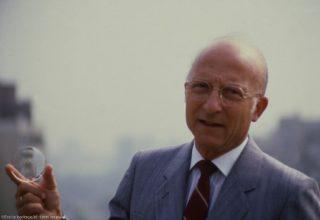 Essilor - Bernard Maitenaz 1985 mit dem Varilux-Gleitsichtglas