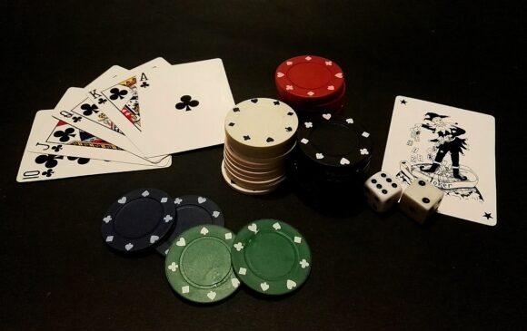 EssilorLuxottica hat neue Karten im GrandVision-Poker