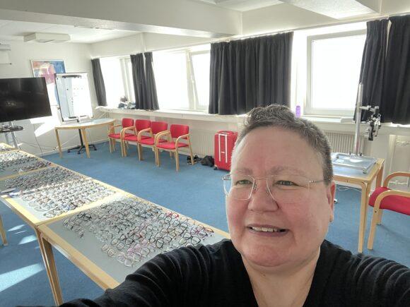 Bobo's Optik Grönland - Besuch einer Siedlung