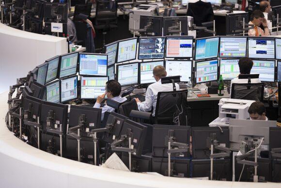 Börse Frankfurt Parkett Schranken mit Screens