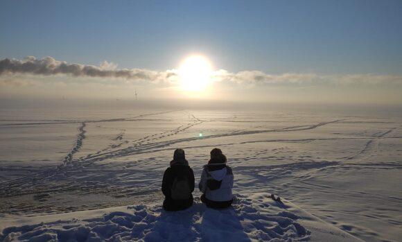 HS Aalen - Studentinnen Oulu - Finnland Sonne Schnee