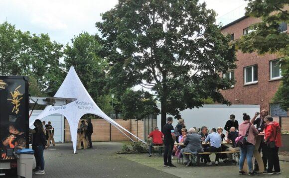 Koberg & Tente - Hausmesse 2021 - Außenbereich mit Catering